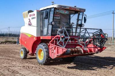 制造業高質量發展|實拍無人駕駛拖拉機耕地播種