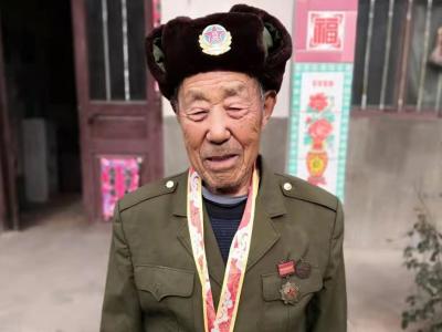 战斗英雄牛天庆:冒死擒敌获战功
