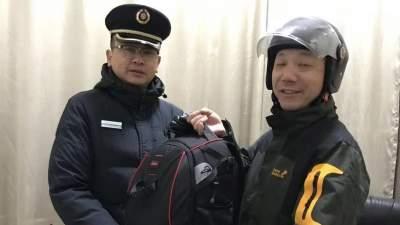 候车室遗落贵重双肩包,济宁火车站值班员做法好暖心