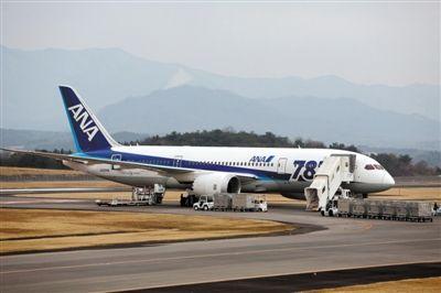 日航波音787客機飛上海 起飛滑行途中駕駛艙玻璃開裂