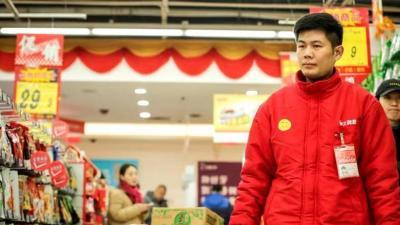 新春走基层|年前销量翻了番,济宁超市理货员一天平均要走两万步