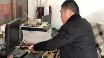 """新春走基层丨种葡萄、修家电 济宁这个农民靠自己双手摘""""穷帽"""""""