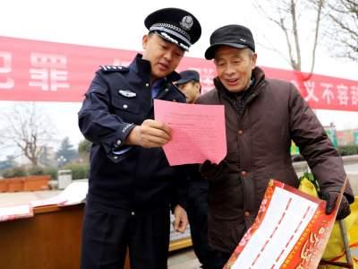 """邹城公安开展""""110宣传日""""宣传活动"""