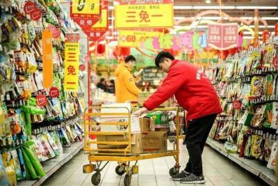 千方百計保障供給保持物價平穩  傅明先深入商場超市檢查市場供應
