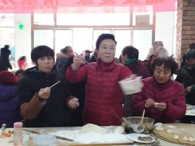 高新区柳行街道绿色家园社区举办和睦邻里节包饺子活动