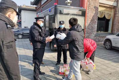 暖新闻|退役军人吴凯捐赠1万只爱心口罩 致敬一线工作者
