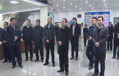 兖州区领导走访慰问财税金融部门干部职工