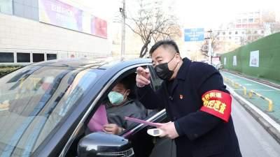 阜桥街道枣店阁社区党员带头 切实保障人民群众生命健康