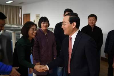 市长石光亮到济宁广播电视台走访慰问新闻工作者
