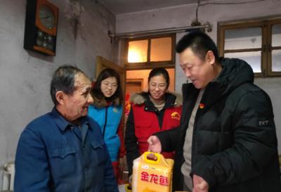 新春走基层 解放路社区春节走访困难群众