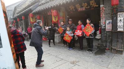 新春走基层|济宁摄影家协会文化进万家文艺志愿服务活动进湖区