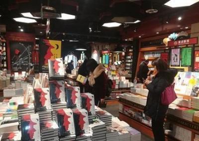 拍照、打卡、喝咖啡……网红书店是否远离了阅读