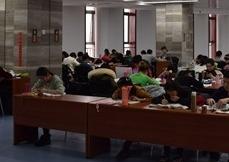 邹城市图书馆延长开放时间 同时实行晚间开放