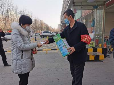汶上县爱心联盟协会为中都街道执勤工作人员发放口罩
