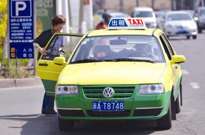 春节出租车集体涨价 服务不能降级