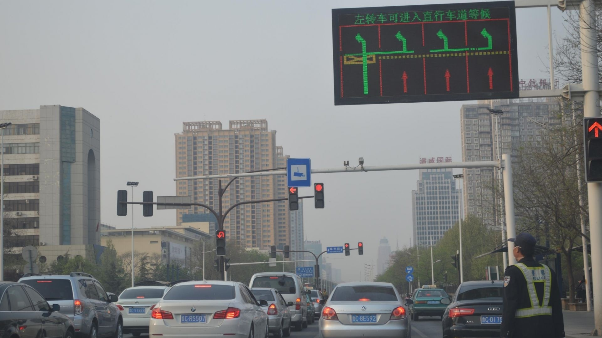 育贤路与任兴路十字路口红绿灯损坏 部门:已恢复正常