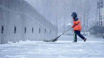 """各地迎""""速凍""""模式 拿什么溫暖你,低溫下的勞動者"""