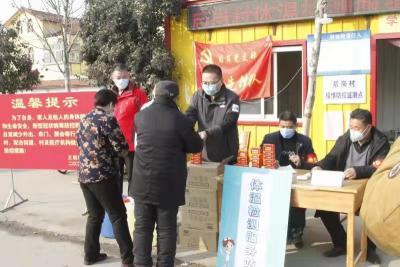 济宁高新区社区党员在行动 防疫一线党旗红