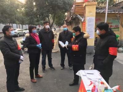 粉莲街社区好书记:疫情防控勇担当 党旗飘扬在一线