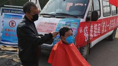 曲阜陵城镇抗疫一线的理发师