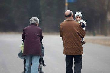 北京人社局呼吁請長輩看孩子:讓年輕人安心工作