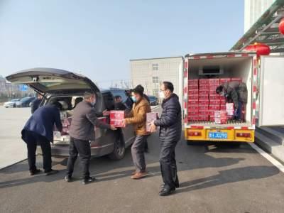 暖心!金鄉愛心企業為防疫一線人員捐贈700箱牛奶