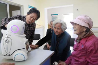 養老邁入智慧時代 智能機器人能陪老人聊天、助休閑