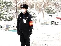 组图|疫情肆虐又遇大雪,他们用坚守温暖济宁