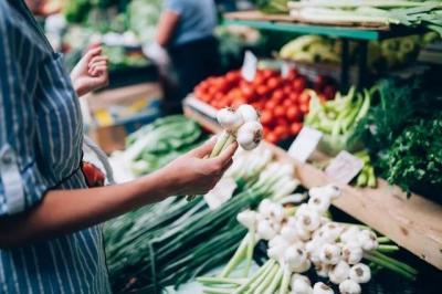 病毒會不會在超市里的蔬菜、肉上存活?醫生這樣說…