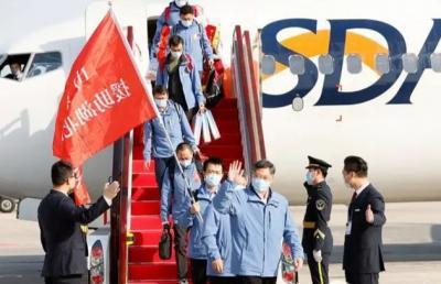 山東省援助湖北第三批返魯人員凱旋,劉家義到機場迎接