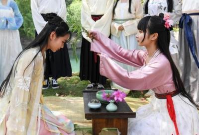 """""""三月三""""登上热搜 上巳节是中国古代情人节吗?"""