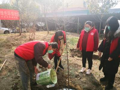 植树节|志愿者植树护绿 共建绿色环保社区