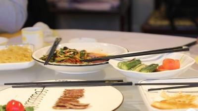 树立餐桌文明新风尚 餐饮业堂食分餐推广如火如荼