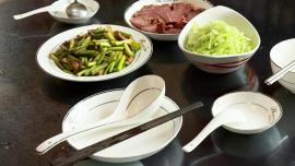 """""""公筷公勺""""志愿行 用餐健康伴文明"""