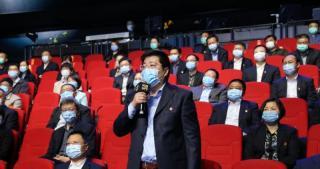 兗州區醫療保障部門的負責人在問政現場