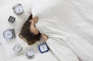 你有體會嗎?研究表明設多個叫醒鬧鐘或致慢性疲勞