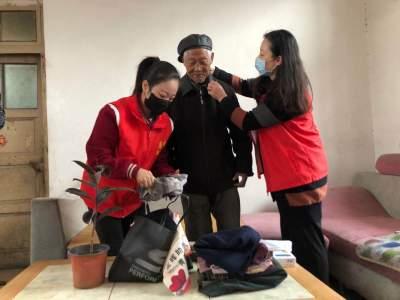 拉家常、整家务、清卫生...济宁志愿者青春扶贫在行动
