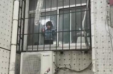 ?男子外出扔垃圾忘帶鑰匙 兩歲女兒被反鎖屋內