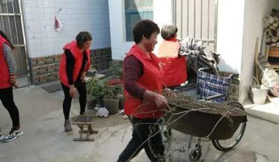 泗水泗张镇改善贫困户居住环境助力脱贫攻坚