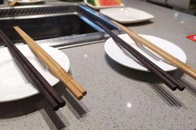 """公筷公勺是""""新食尚""""还是瞎讲究?看专家怎么说"""