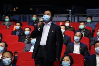 魚臺縣醫療保障部門的負責人在問政現場