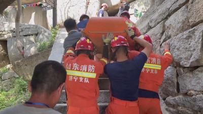 游客受傷被困嶧山景區半山腰 消防緊急救援