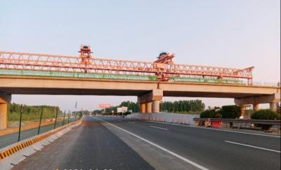 棗菏高速微山縣城連接線箱梁安裝全部完成