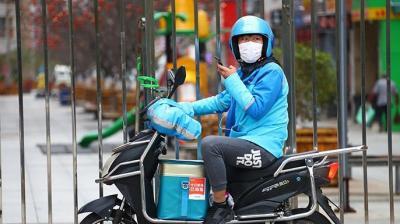 """人大代表呼吁保障外賣騎手等""""新興職業""""的勞動權益"""