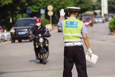 6月1日起不戴头盔罚款仅限摩托车 电动车暂不处罚