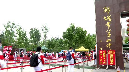 鄒城1.2萬名初中畢業班學子安全返校 上好復學第一課