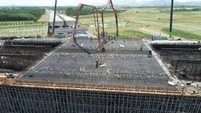 董梁公路新宁项目上跨京沪铁路转体桥主梁1#节段开始浇筑