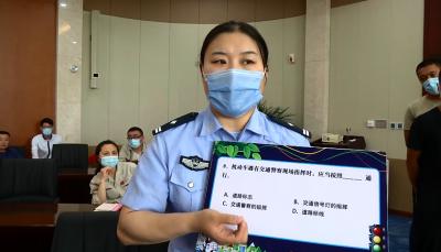 濟寧高新區:交通宣傳進企業 學習交規贏頭盔