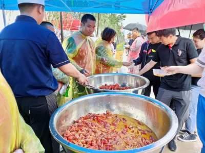 荷香龙虾肥虾乡开捕忙 鱼台龙虾节美味来袭