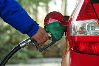 油价两连涨!每吨汽柴油价格上调100元